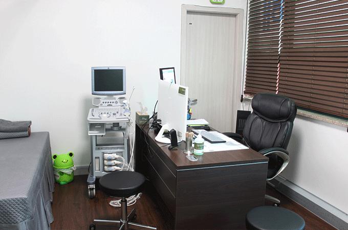 안창욱외과 진료실